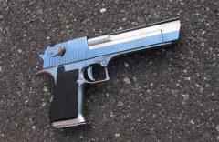 シュワルツェネッガーの銃「デザートイーグル」